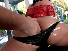 Big round oiled up ass Claire Dames spreads her butt and fingered
