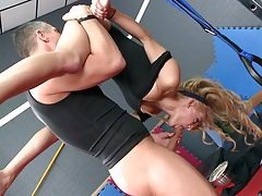 Loulou upside town in the air 69 and doggy style at the gym