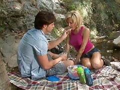 Picnic time with petite slut Victoria White outdoors